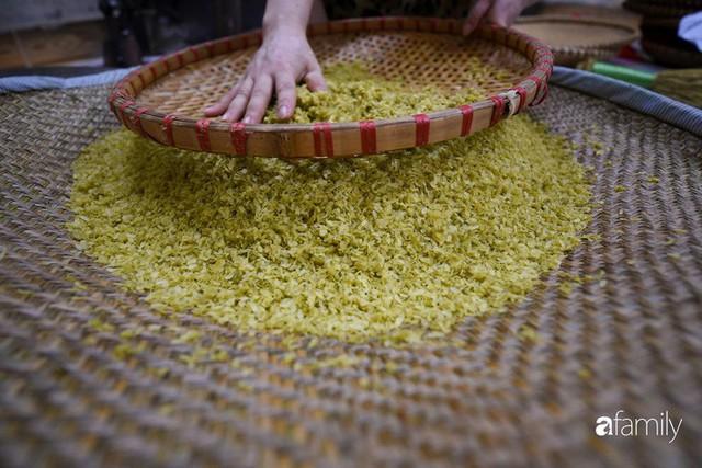 Giá thành cạnh tranh nhất thị trường lại sản xuất theo phương pháp truyền thống, cốm Làng Vòng năm nay tiếp tục giữ chân người tiêu dùng Việt - Ảnh 7.