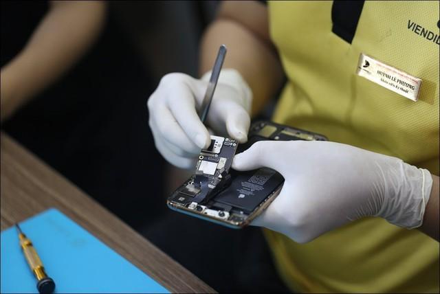 Tháo tung iPhone 11 Pro Max tại Việt Nam dù chưa mở bán - Ảnh 7.
