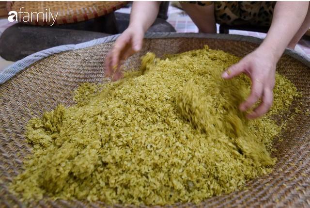 Giá thành cạnh tranh nhất thị trường lại sản xuất theo phương pháp truyền thống, cốm Làng Vòng năm nay tiếp tục giữ chân người tiêu dùng Việt - Ảnh 8.