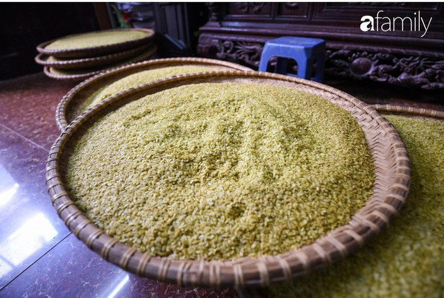 Giá thành cạnh tranh nhất thị trường lại sản xuất theo phương pháp truyền thống, cốm Làng Vòng năm nay tiếp tục giữ chân người tiêu dùng Việt - Ảnh 11.