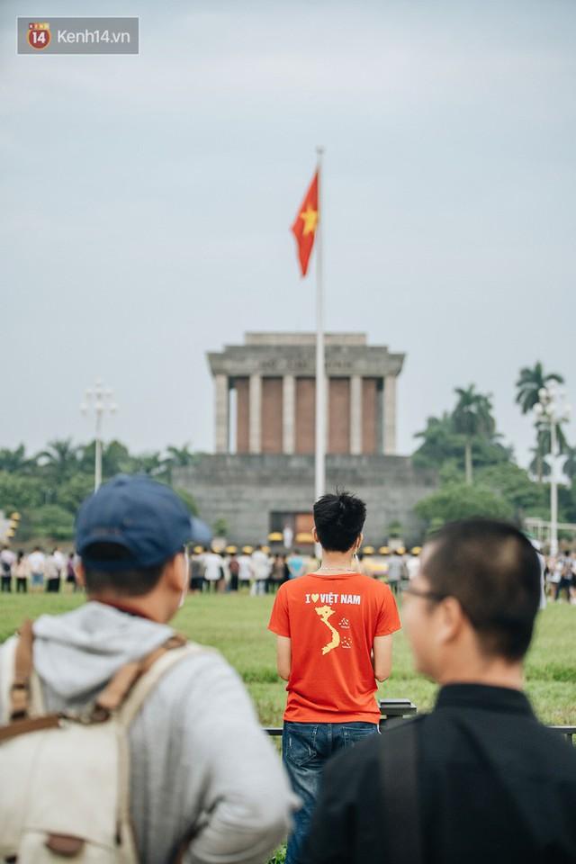 Hà Nội của sớm mai ngày Tết Độc lập: Buổi lễ chào cờ thiêng liêng trước Quảng trường Ba Đình, đường phố bình yên nhẹ nhàng - Ảnh 5.