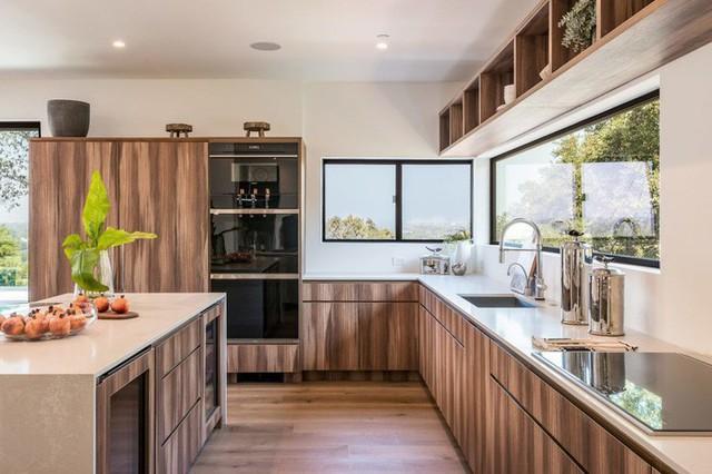 Ngôi nhà hiện đại ở California ẩn mình giữa những cây sồi lớn khổng lồ nhờ vẻ ngoài mang tông màu đất - Ảnh 6.