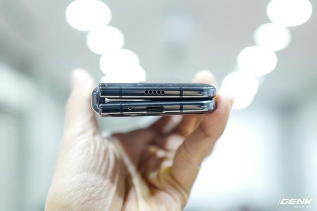 Quan tâm iPhone 11 làm gì, xem Galaxy Fold vừa mới về Việt Nam đây này! - Ảnh 1.