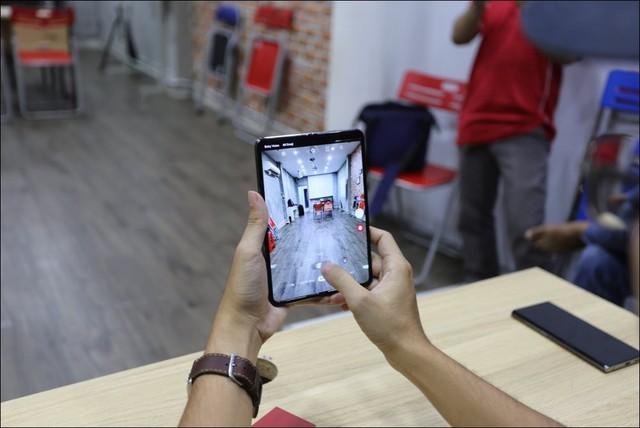 Bỏ gần 100 triệu đồng để sở hữu Galaxy Fold tại Việt Nam - Ảnh 2.