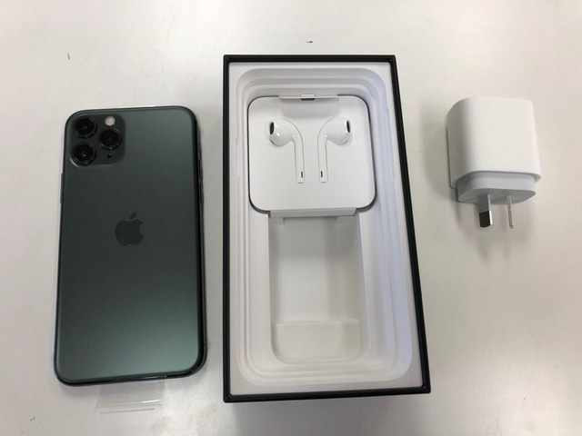 Những chiếc iPhone 11 đầu tiên đã được giao đến tay khách hàng - Ảnh 1.
