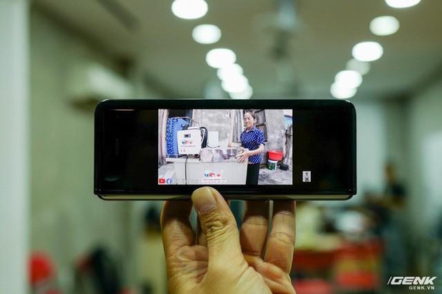Quan tâm iPhone 11 làm gì, xem Galaxy Fold vừa mới về Việt Nam đây này! - Ảnh 13.
