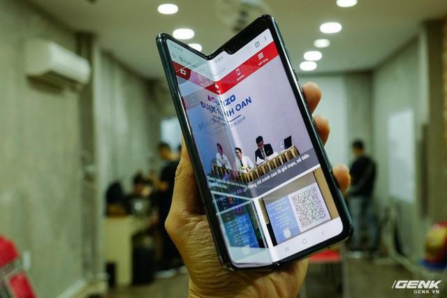 Quan tâm iPhone 11 làm gì, xem Galaxy Fold vừa mới về Việt Nam đây này! - Ảnh 7.