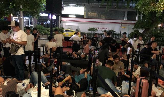 Từ Singapore: Cô gái Việt số thứ tự 01 kể hành trình xếp hàng 30 tiếng săn iPhone - Ảnh 7.