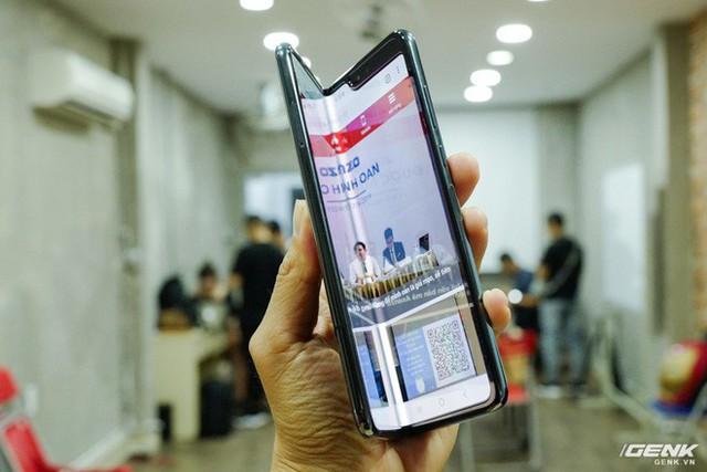 Quan tâm iPhone 11 làm gì, xem Galaxy Fold vừa mới về Việt Nam đây này! - Ảnh 8.