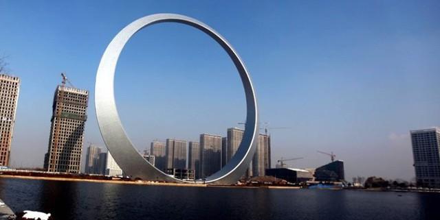 10 tòa nhà kiến trúc kỳ lạ nổi tiếng ở Trung Quốc - Ảnh 4.