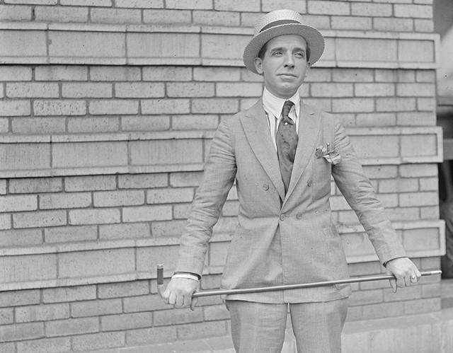 Chales Ponzi: Ông tổ lừa đảo, phát minh ra mô hình đầu tư siêu lợi nhuận - bóng ma đeo bám ngành đầu cơ thế giới - Ảnh 1.