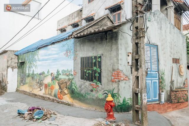 7 sinh viên biến làng trồng rau củ thành làng bích họa đầu tiên của Hà Nội - Ảnh 1.