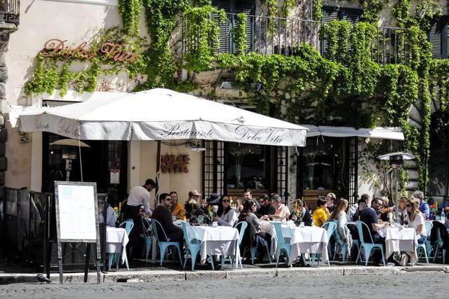 La Dolce Vita – Học cách tận hưởng cuộc sống ngọt ngào của người Ý: Yêu say đắm, tuyệt đối không giấu diếm cảm xúc và hãy đi dạo - Ảnh 1.