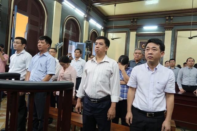 Nguyên tổng giám đốc VN Pharma Nguyễn Minh Hùng tiều tụy, khung hình phạt cao nhất trong vụ án: tử hình! - Ảnh 1.