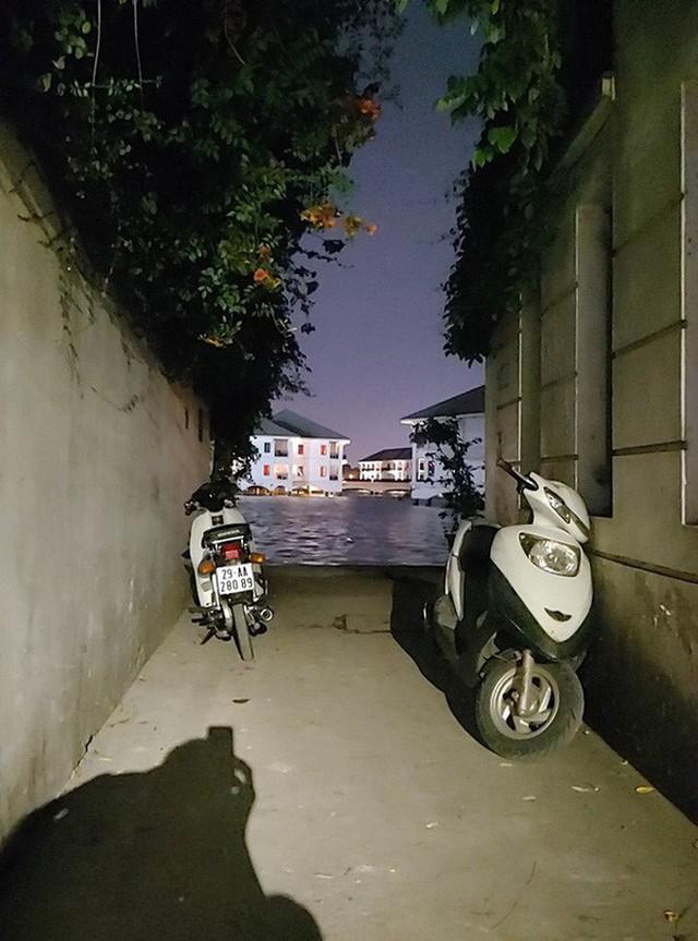 """4 địa điểm """"sống ảo"""" ở Hà Nội lên hình long lanh mà ngoài đời thì… hên xui, 2 nơi cuối còn nguy hiểm đến cả tài sản và tính mạng mà dân tình vẫn đổ xô tới - Ảnh 11."""