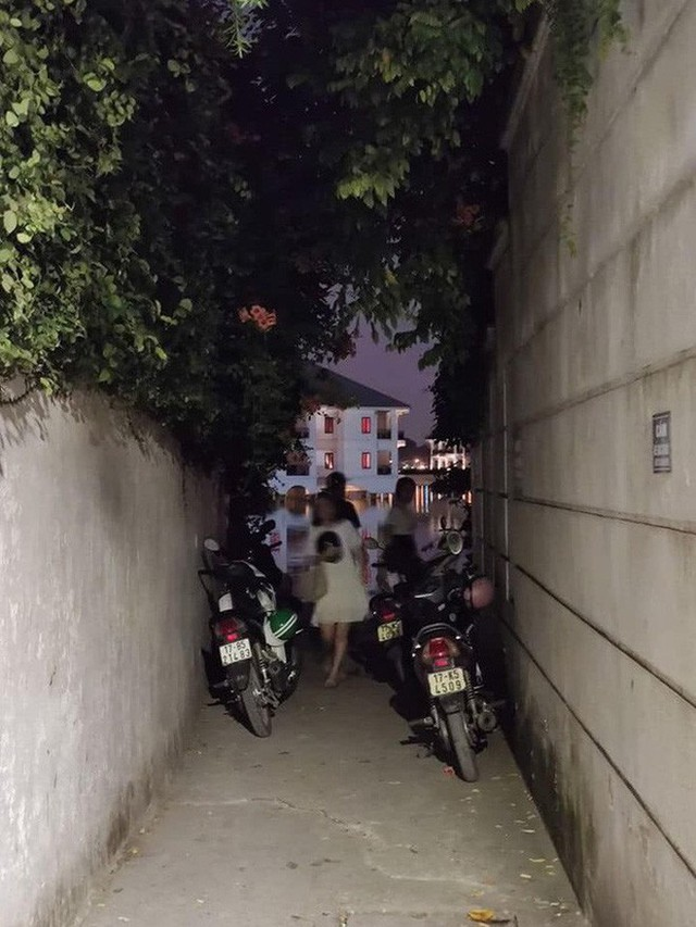 """4 địa điểm """"sống ảo"""" ở Hà Nội lên hình long lanh mà ngoài đời thì… hên xui, 2 nơi cuối còn nguy hiểm đến cả tài sản và tính mạng mà dân tình vẫn đổ xô tới - Ảnh 12."""