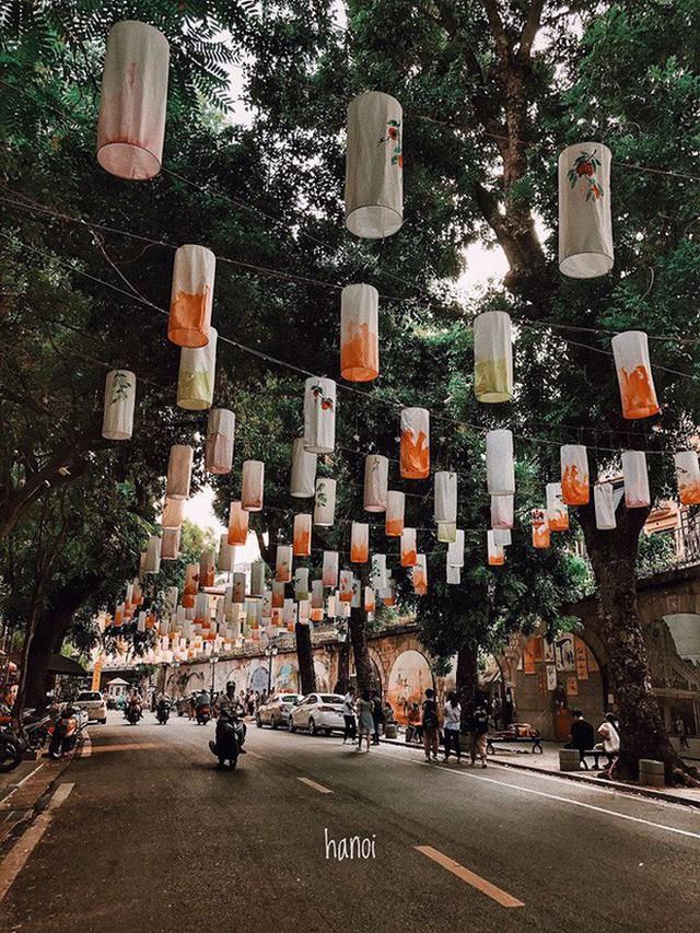 """4 địa điểm """"sống ảo"""" ở Hà Nội lên hình long lanh mà ngoài đời thì… hên xui, 2 nơi cuối còn nguy hiểm đến cả tài sản và tính mạng mà dân tình vẫn đổ xô tới - Ảnh 16."""