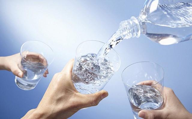 Tiến sĩ Nam khoa cảnh báo: 3 thói quen uống nước phá hỏng thận, rất nhiều người mắc - Ảnh 3.