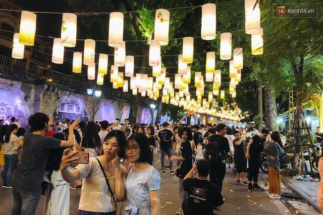 """4 địa điểm """"sống ảo"""" ở Hà Nội lên hình long lanh mà ngoài đời thì… hên xui, 2 nơi cuối còn nguy hiểm đến cả tài sản và tính mạng mà dân tình vẫn đổ xô tới - Ảnh 21."""