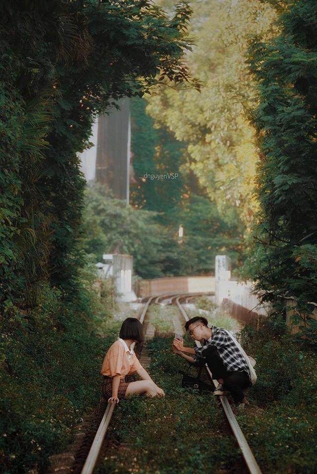 """4 địa điểm """"sống ảo"""" ở Hà Nội lên hình long lanh mà ngoài đời thì… hên xui, 2 nơi cuối còn nguy hiểm đến cả tài sản và tính mạng mà dân tình vẫn đổ xô tới - Ảnh 25."""