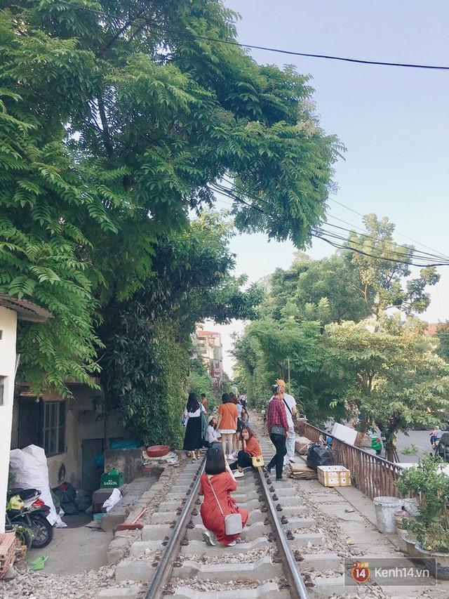 """4 địa điểm """"sống ảo"""" ở Hà Nội lên hình long lanh mà ngoài đời thì… hên xui, 2 nơi cuối còn nguy hiểm đến cả tài sản và tính mạng mà dân tình vẫn đổ xô tới - Ảnh 30."""