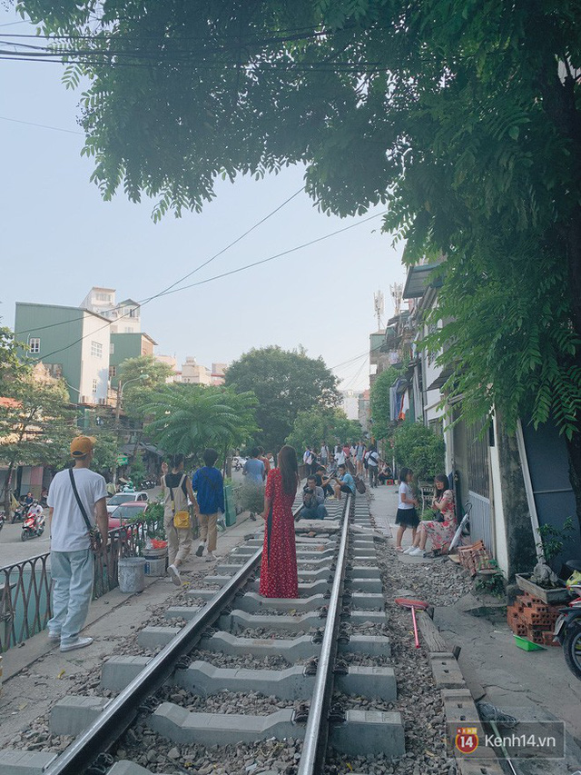 """4 địa điểm """"sống ảo"""" ở Hà Nội lên hình long lanh mà ngoài đời thì… hên xui, 2 nơi cuối còn nguy hiểm đến cả tài sản và tính mạng mà dân tình vẫn đổ xô tới - Ảnh 32."""