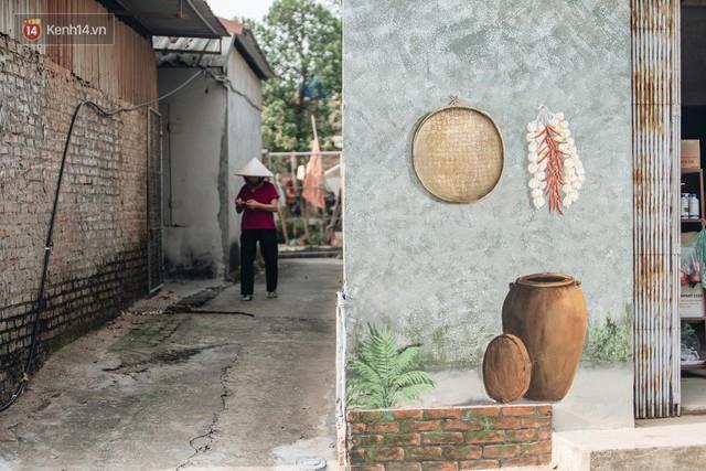 7 sinh viên biến làng trồng rau củ thành làng bích họa đầu tiên của Hà Nội - Ảnh 8.