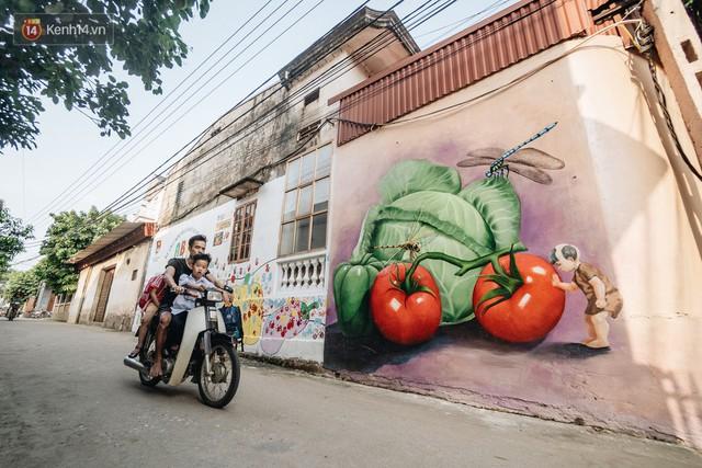 7 sinh viên biến làng trồng rau củ thành làng bích họa đầu tiên của Hà Nội - Ảnh 10.