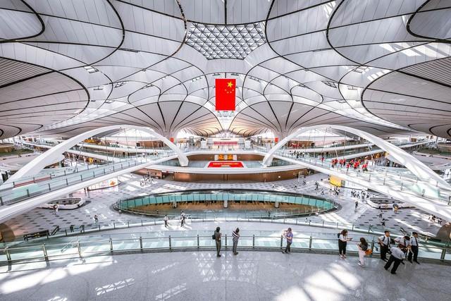 """Choáng ngợp với sân bay siêu to khổng lồ trị giá 11 tỷ USD của Trung Quốc, mang tham vọng """"nổi dậy"""" trên bầu trời nước Mỹ - Ảnh 1."""