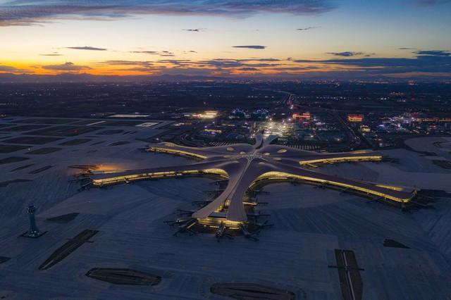 """Choáng ngợp với sân bay siêu to khổng lồ trị giá 11 tỷ USD của Trung Quốc, mang tham vọng """"nổi dậy"""" trên bầu trời nước Mỹ - Ảnh 2."""