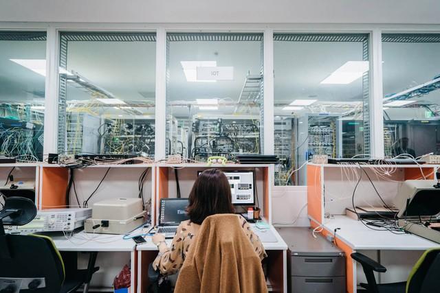 Bên trong căn cứ bí mật quyết định tương lai sống còn của Samsung: Tập trung 35.000 nhân viên làm việc, tiêu tốn 22 tỷ USD trong vòng 3 năm - Ảnh 2.