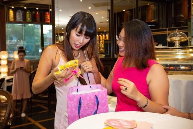 Bỏ hơn chục triệu làm tiệc mừng... vỡ chum, xu hướng mới của các chị em mà cả Shark Linh hay siêu mẫu Hà Anh cũng từng tổ chức linh đình - Ảnh 11.