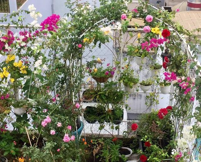 Khu vườn 30m² muôn hoa đua nở trên sân thượng của bà mẹ 3 con ở TP. HCM - Ảnh 28.