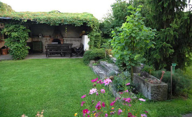 Khu vườn 100 năm vẫn xanh tươi, ngập tràn rau trái nhờ có sự vun đắp của nhiều thế hệ - Ảnh 4.