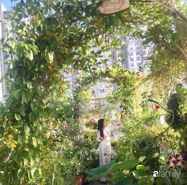 Khu vườn 30m² muôn hoa đua nở trên sân thượng của bà mẹ 3 con ở TP. HCM - Ảnh 6.