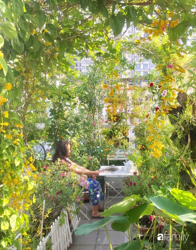 Khu vườn 30m² muôn hoa đua nở trên sân thượng của bà mẹ 3 con ở TP. HCM - Ảnh 9.