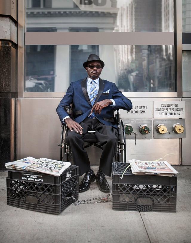 Mặc vest đi giày Tây bán báo, chàng trai vô gia cư trở thành người giàu sở hữu nhà giữa New York - Ảnh 10.