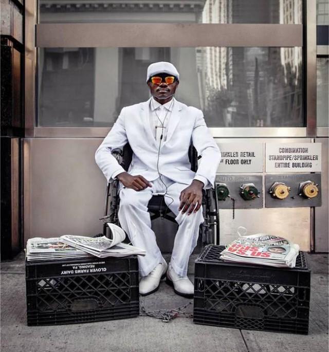 Mặc vest đi giày Tây bán báo, chàng trai vô gia cư trở thành người giàu sở hữu nhà giữa New York - Ảnh 7.