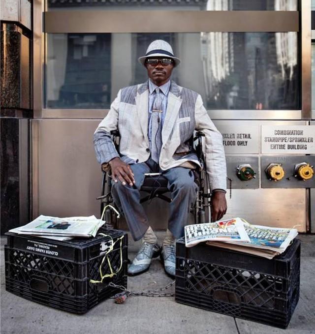 Mặc vest đi giày Tây bán báo, chàng trai vô gia cư trở thành người giàu sở hữu nhà giữa New York - Ảnh 11.