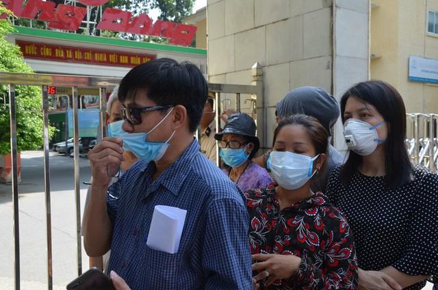 Dân kéo ra Công ty Rạng Đông đòi đối thoại sau thông tin 15,1 - 27,2kg thủy ngân đã phát tán ra môi trường - Ảnh 2.