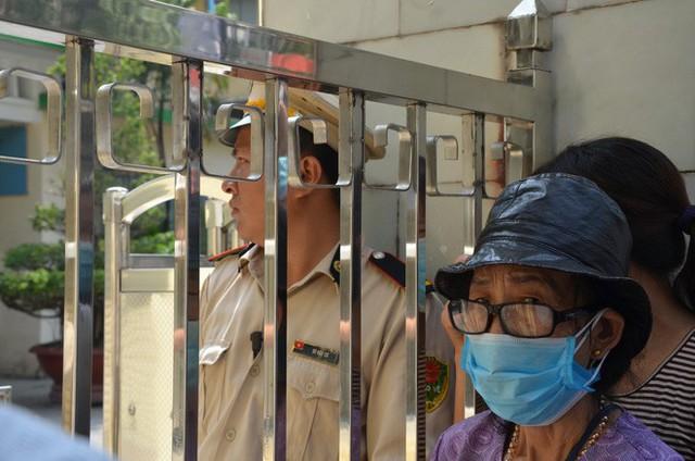 Dân kéo ra Công ty Rạng Đông đòi đối thoại sau thông tin 15,1 - 27,2kg thủy ngân đã phát tán ra môi trường - Ảnh 4.