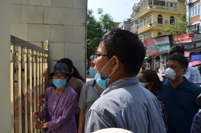 Dân kéo ra Công ty Rạng Đông đòi đối thoại sau thông tin 15,1 - 27,2kg thủy ngân đã phát tán ra môi trường - Ảnh 7.