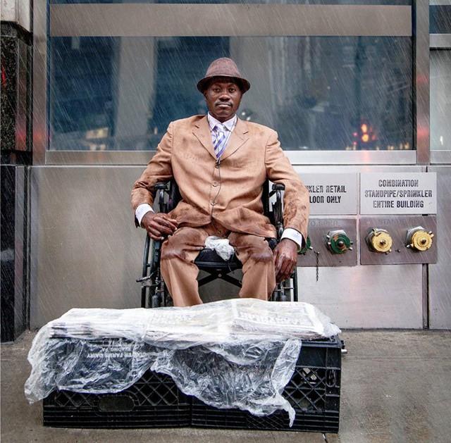 Mặc vest đi giày Tây bán báo, chàng trai vô gia cư trở thành người giàu sở hữu nhà giữa New York - Ảnh 5.