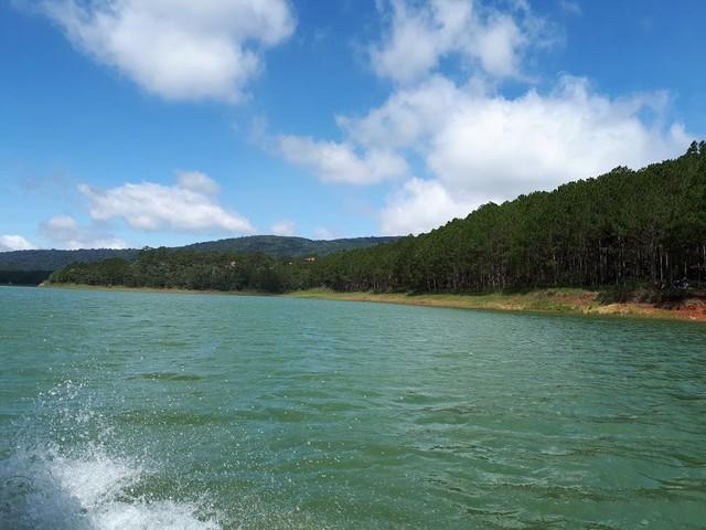 Điểm mặt doanh nghiệp phá hoại hồ nước đẹp nhất Đà Lạt - Ảnh 1.