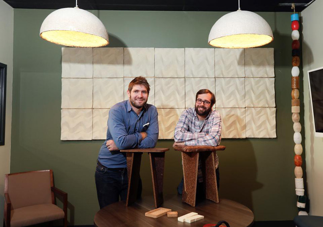 Nấm cho tất cả: Hai chàng trai biến nấm thành thịt, gỗ, bao bì thay thế nhựa và đặc biệt, khách hàng cũng có thể tự làm tại nhà - Ảnh 2.