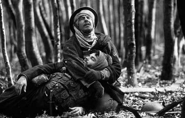 Bị chiến hữu nổ súng định trừ khử, người lính giữ im lặng, 30 năm sau mới tiết lộ sự thật không ngờ - Ảnh 1.