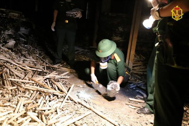 Đã có kết quả phân tích mẫu vật vụ cháy nhà máy Rạng Đông - Ảnh 2.