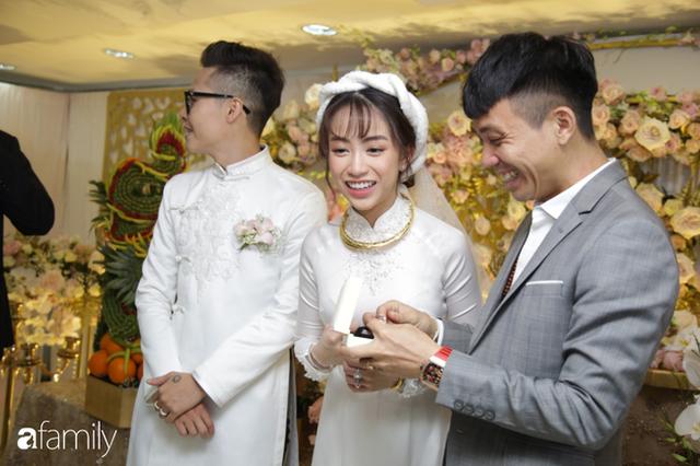 ĐỘC QUYỀN: Toàn cảnh lễ đưa dâu bằng dàn siêu xe hơn 100 tỷ của con gái đại gia Minh Nhựa, quà cưới toàn vàng, kim cương đeo đỏ tay - Ảnh 12.