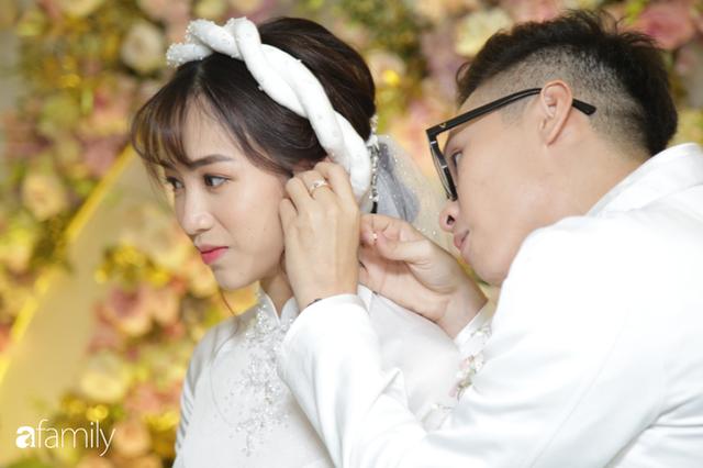 ĐỘC QUYỀN: Toàn cảnh lễ đưa dâu bằng dàn siêu xe hơn 100 tỷ của con gái đại gia Minh Nhựa, quà cưới toàn vàng, kim cương đeo đỏ tay - Ảnh 15.