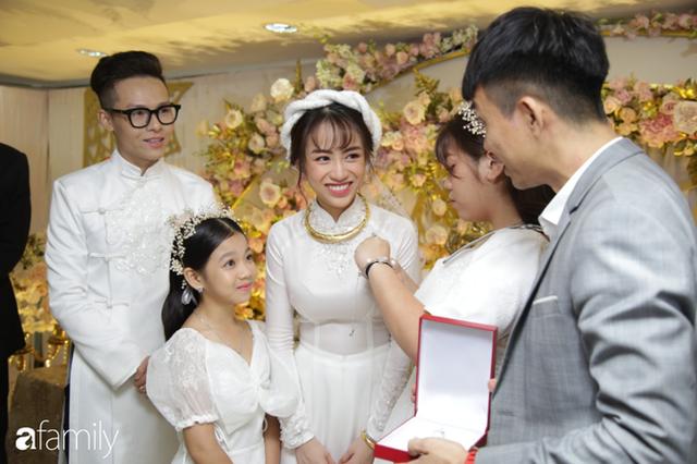ĐỘC QUYỀN: Toàn cảnh lễ đưa dâu bằng dàn siêu xe hơn 100 tỷ của con gái đại gia Minh Nhựa, quà cưới toàn vàng, kim cương đeo đỏ tay - Ảnh 16.